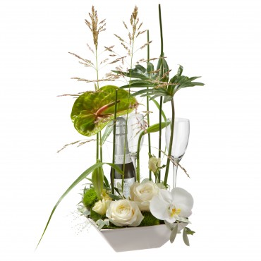 Exciting Flower Surprise with Prosecco Albino Armani DOC (20cl) and 2 champagne glasses