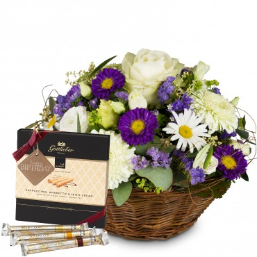 Beautiful Summer Basket with Gottlieber Hüppen and hanging gift tag «Happy Birthday»