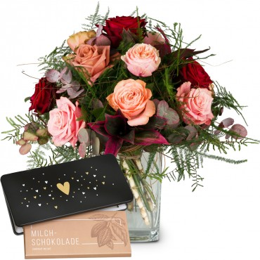 """Romantic Roses with bar of chocolate """"Heart"""""""