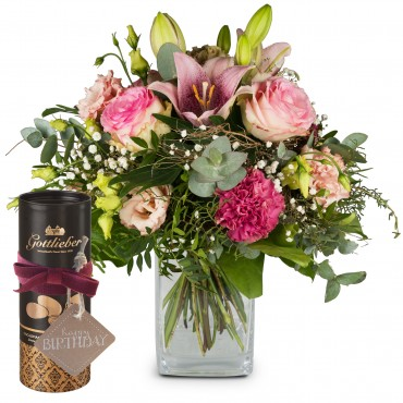 Lily Magic with Gottlieber cocoa almonds and hanging gift tag «Happy Birthday»
