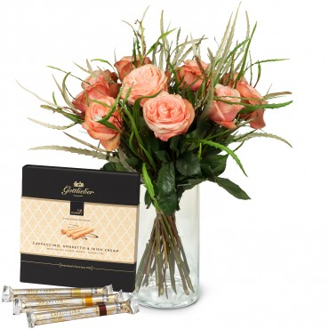 12 Salmon Colored Roses with greenery and Gottlieber Hüppen