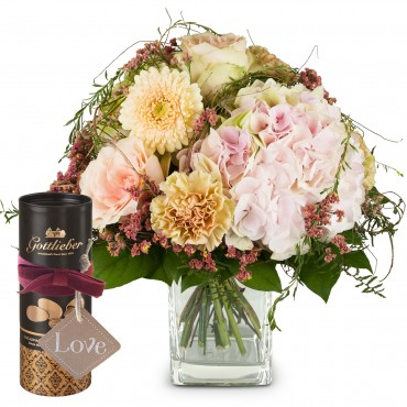 Romantic Hydrangea Bouquet with Gottlieber cocoa almonds and hanging gift tag «Love»